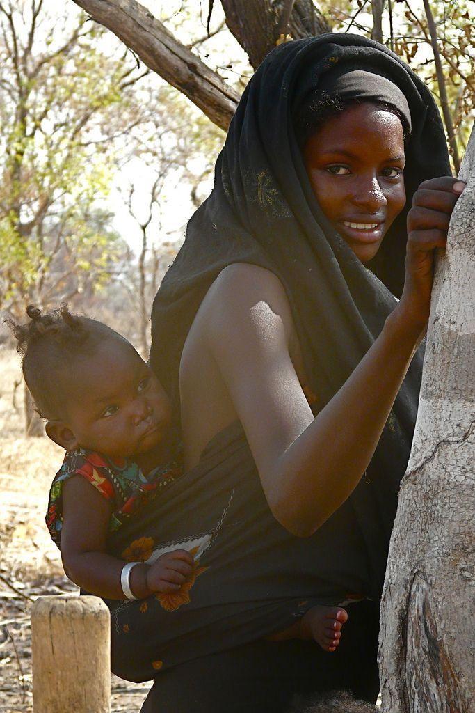 Africa | Baggara 'Fulani' nomad with her baby, photographed in the Baggara Region Region (South-West Liri - Kordofan) Sudan | © Rita Willaert