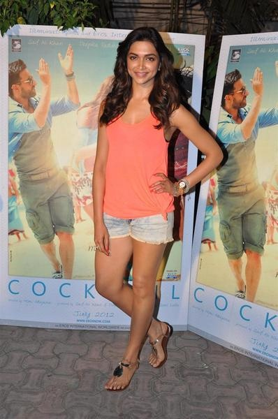 Deepika Padukone worked her hotness in Zara denim Daisy Dukes and tank top to plug her film Cocktail on Extraaa Innings IPL T20 at RK Studios in Chembur, Mumbai on Tuesday, May 22.