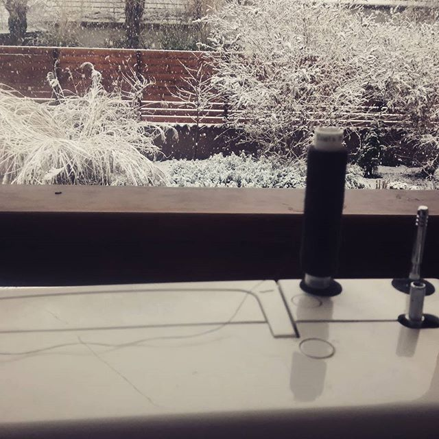 Sight from the sewing room. #lovewinter #itssnowing #sewing #sewingroom #sewingmachine #bags #buboxa #hungary #beautifulwinter #snow