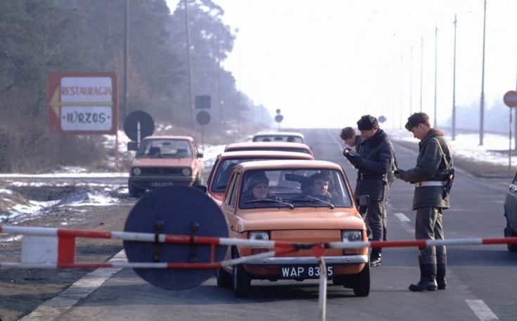 Army  checkpoint during  martial law, Poland, Warsaw, 1982 , photo: Chris Niedenthal / Forum