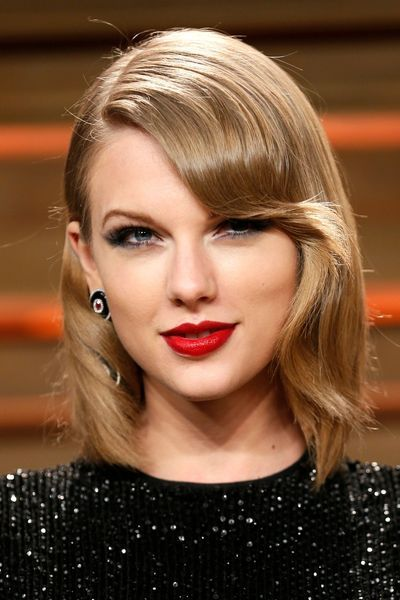 Frange ondulée de Taylor Swift