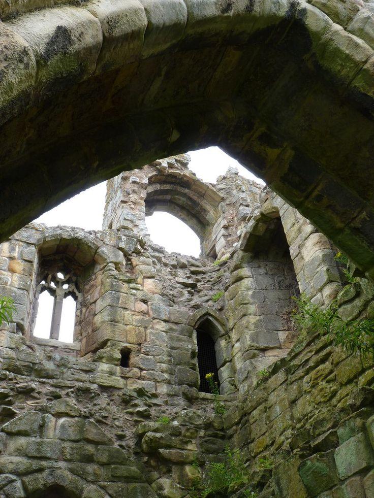 Замок Итал (англ. Etal) расположен на севере Англии в графстве Нортумберленд недалеко от южных границ Шотландии.