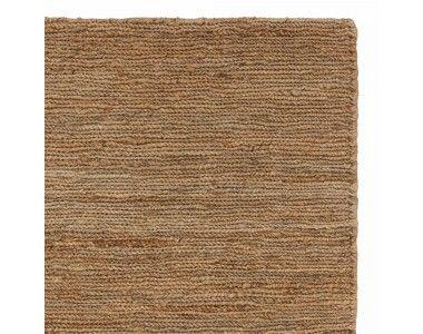 F�r unseren Teppich Alwar verarbeiten unsere zertifizierten Partner in Indien nat�rliche Jutefasern liebevoll von Hand. Die Jute wird aufwendig geflochten und zu einem ansprechenden Fischgratmuster drapiert, das seinesgleichen sucht. Kombiniert mit einer rutschfesten Unterlage bleibt der Teppich an Ort und Stelle.