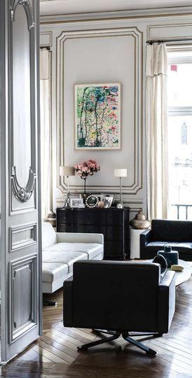 Un salon parisien tourné vers le monde - Appartement romantique chic au Louvre / Classy romantic appartment at the Louvre | More photos http://petitlien.fr/70gq