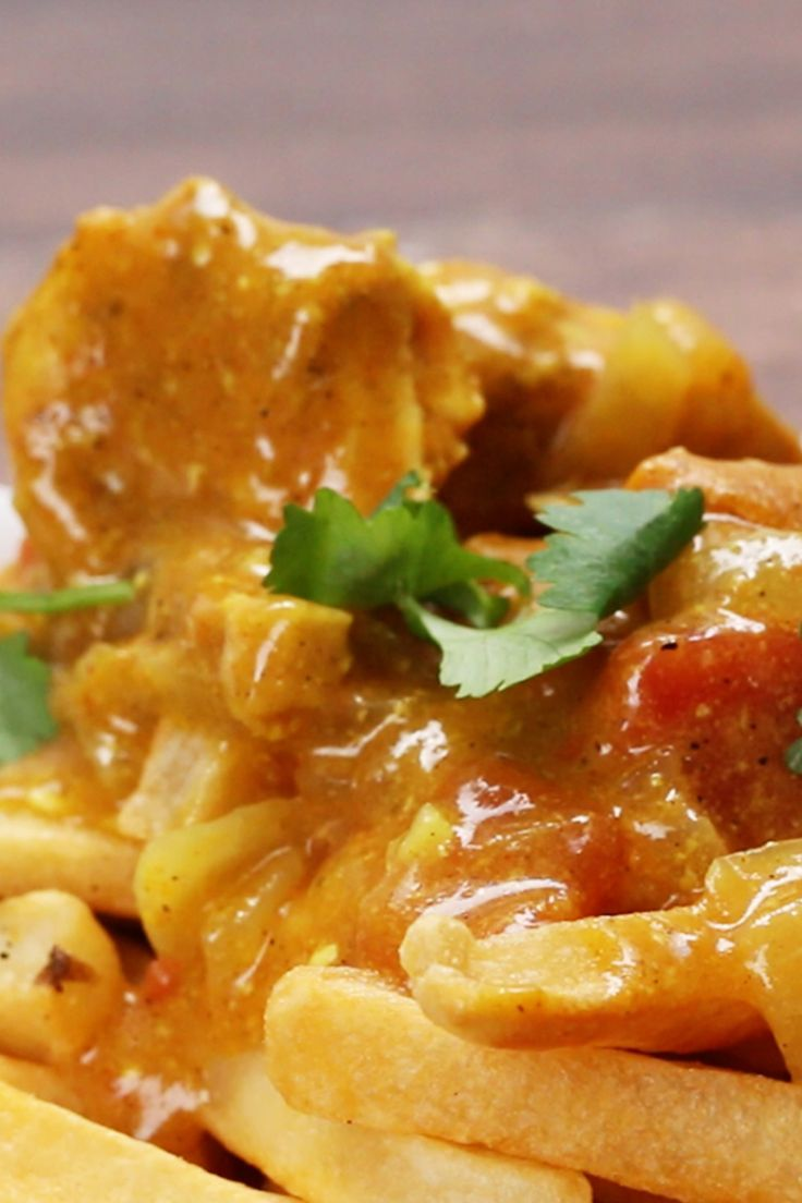 Pommes mit Hühnchen-Curry http://bzfd.it/PommesHähnchenCurry