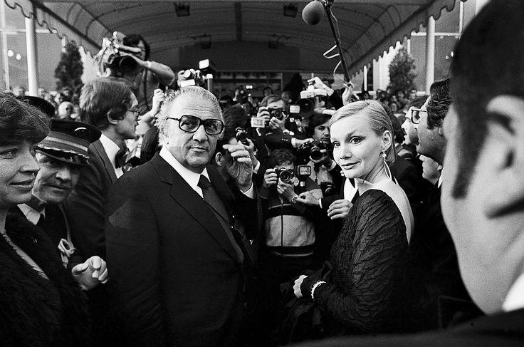 Fellini au Festival de Cannes 1979 - Photo Serge Assier http://blogs.rue89.nouvelobs.com/oelpv/2012/12/24/histoire-de-serge-assier-petit-berger-devenu-photographe-229252