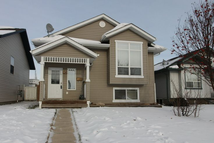 Excellent fully finished home with a fenced yard and detached double garage! Nicely laid out with 2 beds up/2 beds down, with 2 4 piece bathrooms. Spacious front entrance and vaulted ceiling!http://ow.ly/Psrw30htrVV #ShantelCampbellRealEstate #Realtor® #Listing #Property #Homes