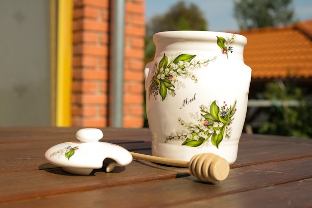 Honey pot max 850 ml - Lidded jar with wood spindle for honey. Handmade and decorated with flowers - lily of the valley.