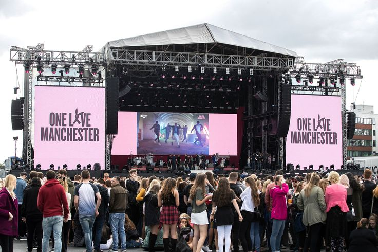 Ariana Grande Manchester Live performance: Stars Spend Tribute - http://howto.hifow.com/ariana-grande-manchester-live-performance-stars-spend-tribute/