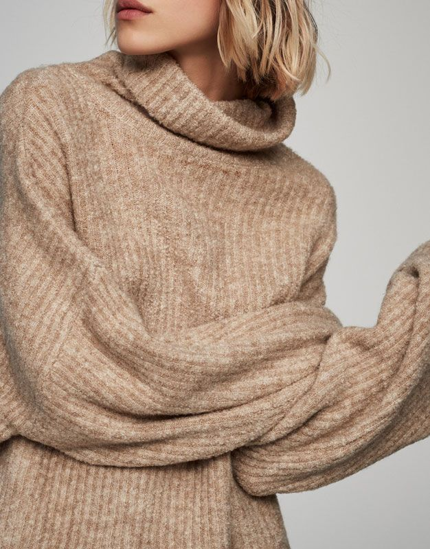 :Roll neck plush ribbed sweater