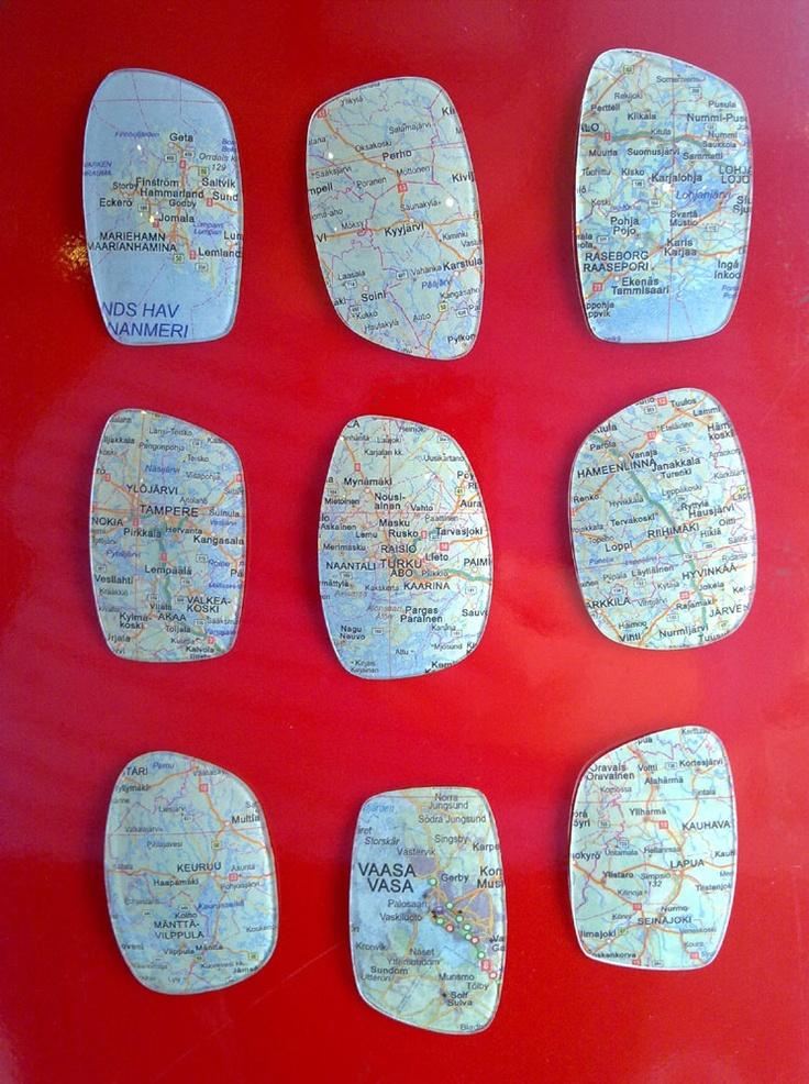 Jääkaappimagneetit vanhoista kartoista ja silmälasilinsseistä  ----- Refrigerator magnets made out of old maps and old lenses