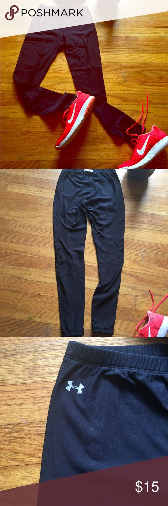 Under Armour Leggings   Medium UA tech leggings in a medium. Elastic around ankles to keep everything in place. Excellent condition. Perfect for cold weather workouts. Under Armour Pants Leggings