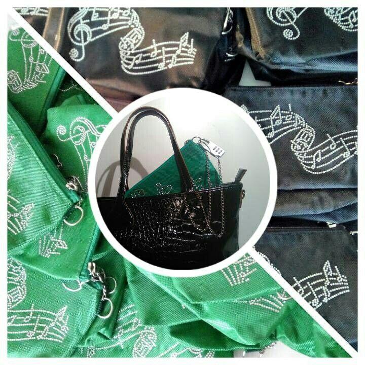 Pochette antifurto per borse... 😎👜💰 #bag #fashion #style #antifurto #antitheft #lucchetti #ladri #borseggiatori #borsette #fashionbloggers #fashionbag #pochette #supermercato #portafoglio #smartphone #furti #borseggio #folla #ristoranti #piscina #mare #spiaggia #discoteca #balera #balli #passeggino #automobile #metropolitana #trolley #christmas #happychristmas #happynewyear #snow #winter #natale #capodanno #neve #regali #regalidinatale