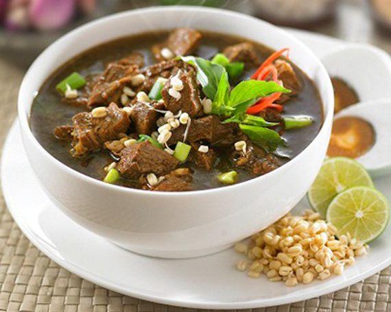 Rawon Adalah Masakan Indonesia Berupa Sup Daging Berkuah Hitam Sebagai Campuran Bumbu Khas Yang Mengandung Kluwek Makanan Ini Resep Masakan Resep Daging Resep