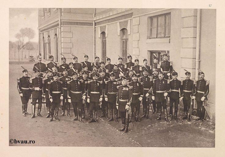 "Regimentul Rovine nr. 26, 1902, Romania. Ilustrație din colecțiile Bibliotecii Județene ""V.A. Urechia"" Galați. http://stone.bvau.ro:8282/greenstone/cgi-bin/library.cgi?e=d-01000-00---off-0fotograf--00-1----0-10-0---0---0direct-10---4-------0-1l--11-en-50---20-about---00-3-1-00-0-0-11-1-0utfZz-8-00&a=d&c=fotograf&cl=CL1.13&d=J058_697980"