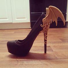 Making shoe magic right now. #morrigan #succubus #killershoes #worbla