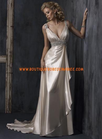 Robe de mariée champagne col V avec traîne