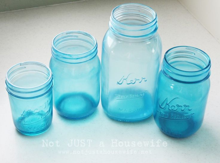 DIY blue colored mason jars... I'm going to try making some green ones for a mason jar wall planter^_^