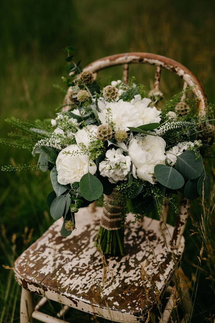 GORGEOUS white FLORAL INSPIRATION THAT IS MAKING