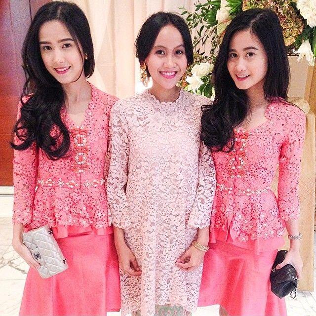 Different shades of pink  Via @tasantariksawan  #kebayainspiration #kebaya #Indonesia
