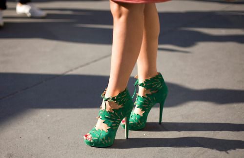 .: Killers Heels, Green Shoes, Paris Fashion Week, Green Heels, Street Styles, Kelly Green, High Heels, Charlotte Olympia Shoes, Shoes Shoes