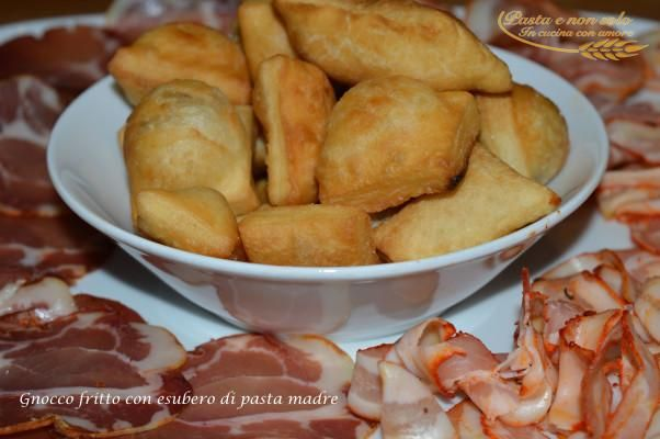 Gnocco fritto con esubero di pasta madre - Pastaenonsolo