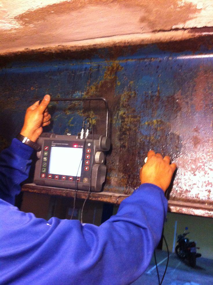 Realización de medición de espesores de estructura metalica para comprobar perdida de sección mediante ultrasonidos. Apartamentos Benicassim