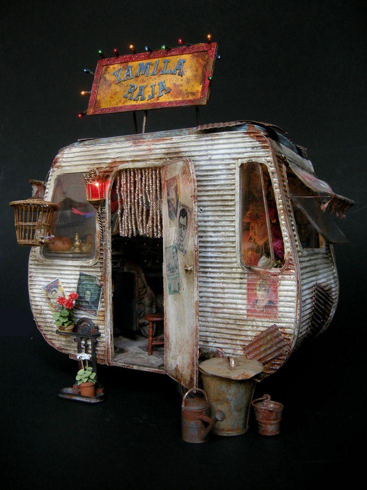 """""""Yamila Raja"""". Pièce unique au 1/12°, entièrement réalisée par Julien Martinez. this is a dollhouse!"""