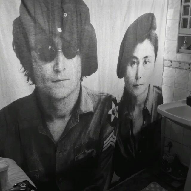 Cortina de baño #Ono #Lennon
