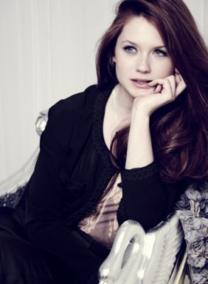 Nice job growing up, Bonnie Wright!  From cute kid to complete knock out, wow!  And her haaaair!!