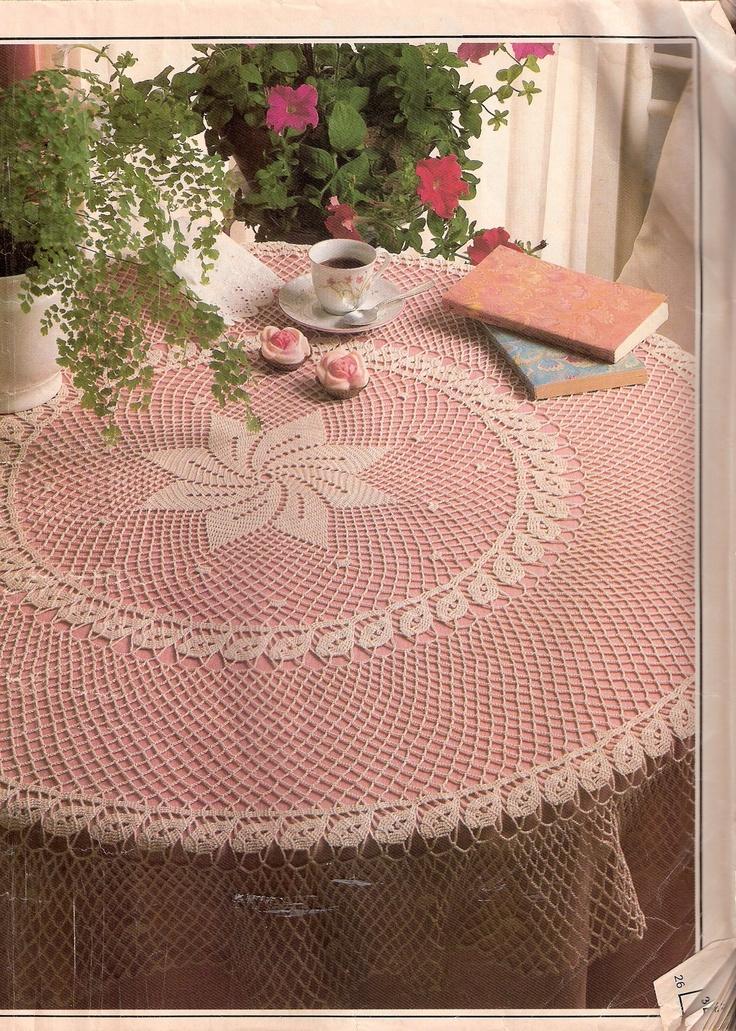 Com christmas rose pattern table cloth free crochet pattern