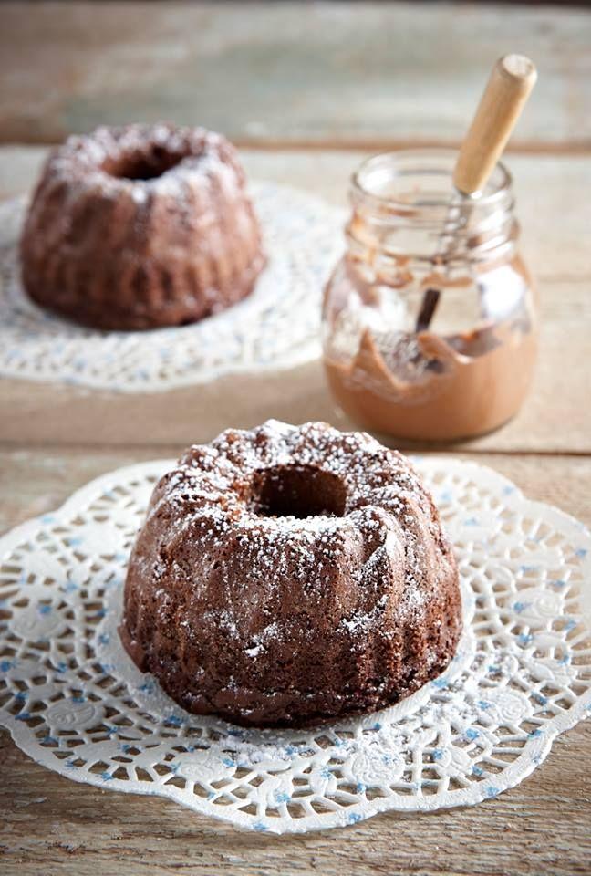 Μια γλυκιά καλημέρα με παρέα το πιο εύκολο σοκολατένιο κέικ του πλανήτη!