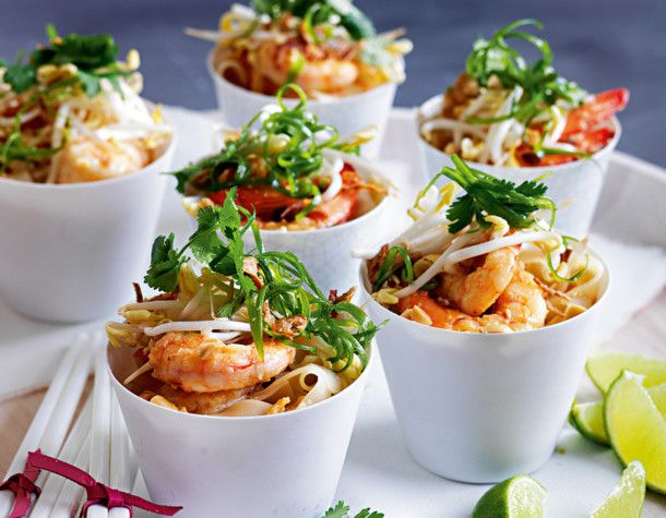 Unser beliebtes Rezept für Thailändisches Pad Thai mit Garnelen und mehr als 55.000 weitere kostenlose Rezepte auf LECKER.de.