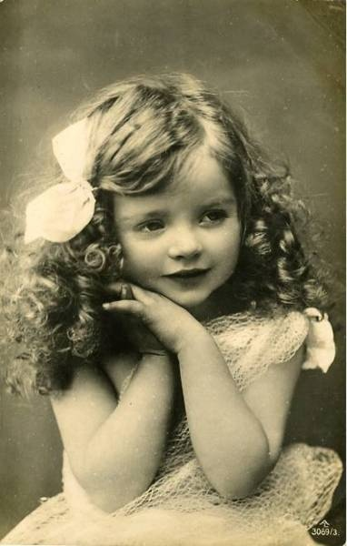 Vintage photo of a gorgeous little girl with a mass of ringletts