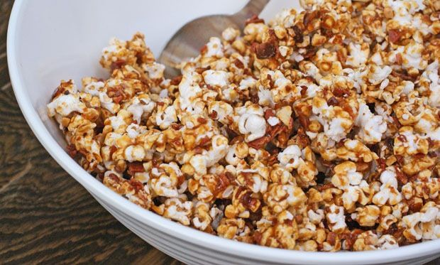 Bacon Caramel Popcorn at This Mama Cooks! On a Diet - thismamacooks.com