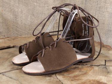 Sandales romaines en cuir chamoisé - Sandales romaines en cuir chamoisé. Fabrication sur commande, délai de livraison d'environ 10 jours. Pointures disponibles : du 39 au 46 Couleurs disponibles : bru...