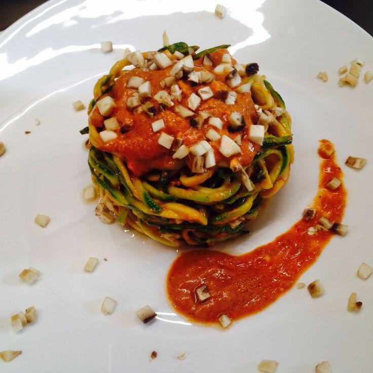 Spaghetti di zucchine con Crema di Pomodoro ai Funghi