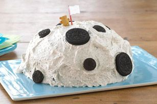 45 years ago, man landed on the moon. To commemorate this, Teddy lands on a cake! Teddy Grahams