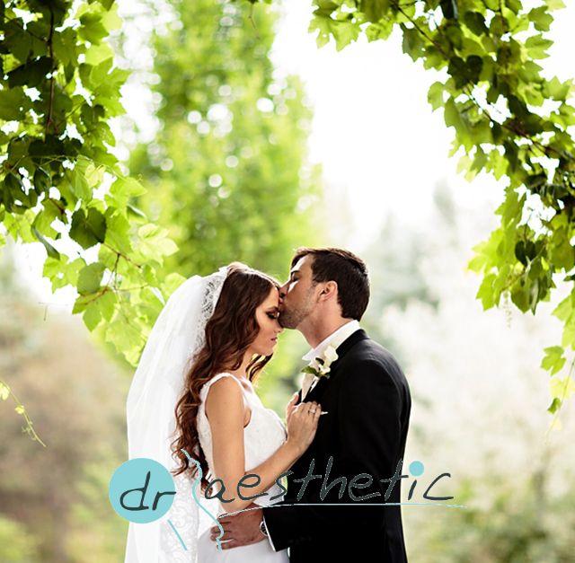 Aylar öncesinden yapılan bir düğün hazırlıkları listesinde mutlaka cilt bakımı, lazer epilasyon, ağız ve diş bakımı, dolgu veya botoks uygulamaları da olmalı. http://drserkanyildirim.com/tr/