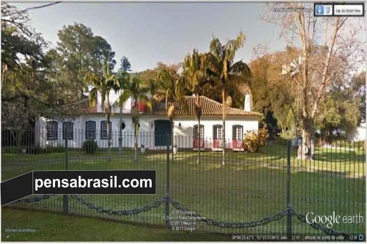 Se o futuro a Deus pertence, Dilma já garantiu o seu na cidade do coração em caso de aposentadoria: uma bela casa em estilo colonial português avaliada em R$ 5 milhões, no bairro Tristeza, um dos ...