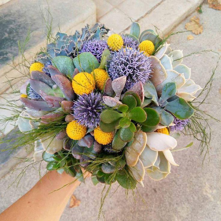 Bouquet de mariée succulentes, chardons et craspedia - Mariage vintage / bohême / champêtre - Bouquet jaune et violet - Summer wedding