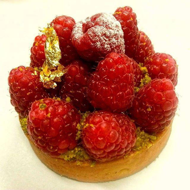 .Tartelette framboises fraîches et  confites , rhubarbe et parfum de girofle