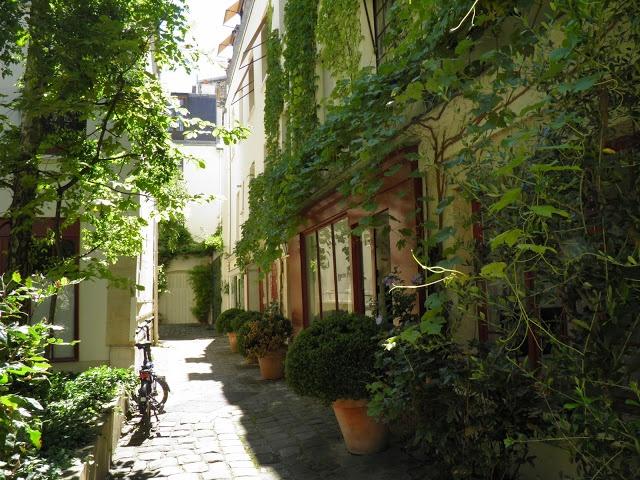 La cour du Bel-Air   56 rue du Faubourg Saint-Antoine  75012
