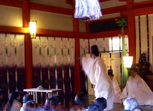 Shinto New Year seremony at Heian Jingu, Kyoto. (photo AN)