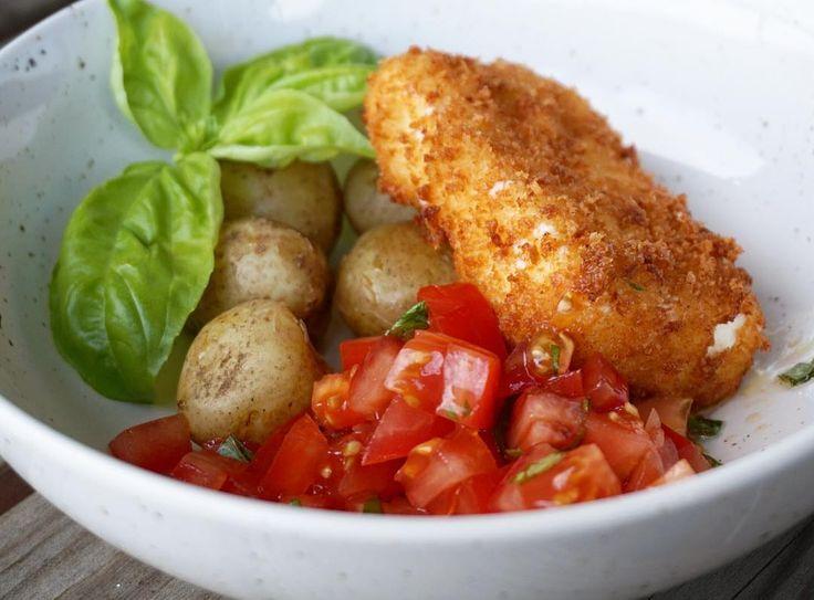 Friterad fetaost med tomatsallad och potatis!