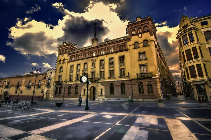 Palacio Episcopal de León by Mariluz Rodriguez Alvarez on 500px