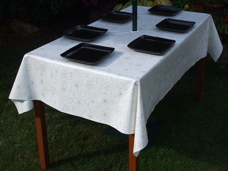 Fitted Outdoor Tablecloth With Umbrella Hole ~ http://lanewstalk.com/patio-tablecloths-with-umbrella-hole/