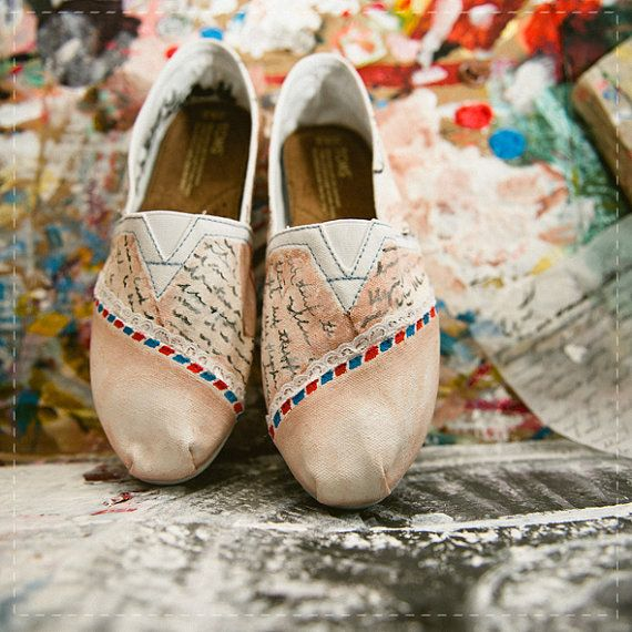 Too cute. Gives me a few ideas of my own...... look out ugly pair of canvas shoe, I'm grabbing some paint!
