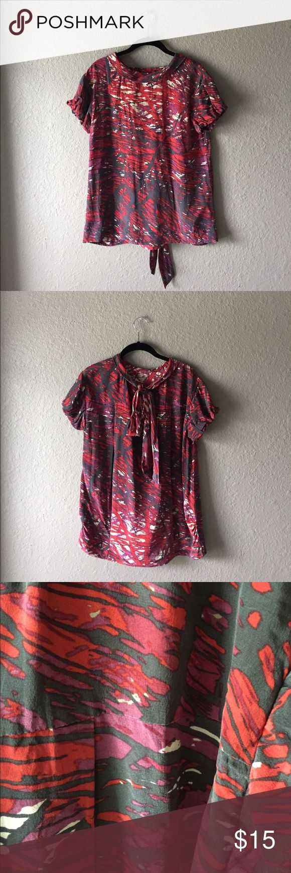 BCBGMAXAZRIA Top Fun abstract print in a light and airy fabric. Perfect condition! BCBGMaxAzria Tops Blouses