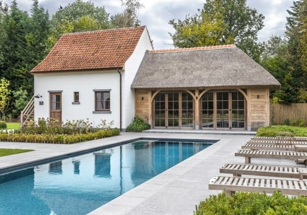 Een Engels schuurtje of garage, carport, pool house en guesthouse in landelijkestijl? Neem contact op met Wood Arts in Avelgem.